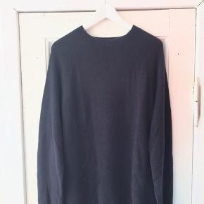 Strik fra Samsøe & Samsøe. Brugt en til to gange og trøjen fejler intet. Er i velkommen til at byde :)