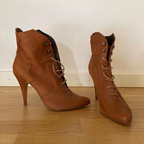 Surface To Air støvler