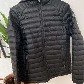 🌸🌼PEAK PERFORMANCE JAKKE🌸🌼  Sort peak performance jakke, str M. 500 kr.   Kom gerne med bud😊