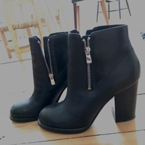 Så flotte støvler, men har et andet par som ligner dem, så har ikke fået den brugt