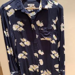 Fin Ganni skjorte, aldrig brugt (sælger også matchende bukser)
