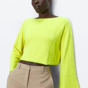 ❗️MOVING OUT FINAL SALE❗️  Zara cropped yellow sweater 🌼🌼🌼  Never used 🙅🏼‍♀️   #30dayssellout ✨