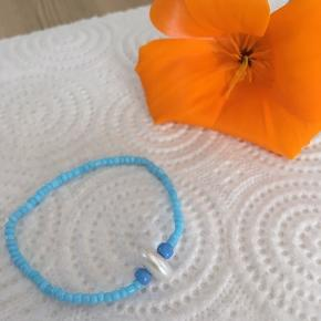 Hej!🌸 Sælger dette smykke, af eget design! Det er lavet med elastiktråd.😃 Fragten er ca. 8 kr. Så i alt er det omkring de 30.😁 Skriv hvis i er interraseret.  Ellen_Smykker
