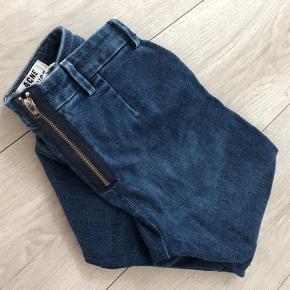 Virkelig fine jeans med stretch. Str 29/32. God Stand. Fejler intet.  Model skin used blue.