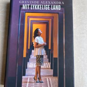 Læst, men helt som ny.  Grevinde Alexandra 'Mit Lykkelige Land'