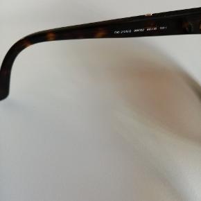 Godt brugte Gucci solbriller, til en rigtig god pris. Men uden ridser.  Case og klud medfølger selvf.  Prisen afspejler at case er meget slidt og solbriller brugt i over 3 år.