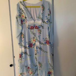 Denne kjole er aldrig brugt. Sælges da jeg har for mange kjoler. Se gerne mine andre annoncer ☺️