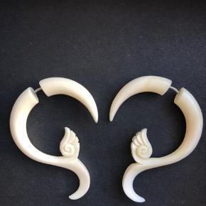 De smukkeste fake stretch øreringe lavet i vandbøffel ben og bæredygtige