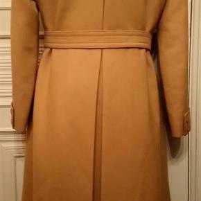 Brand: Celton Celli Freifeldt Varetype: beige frakke i ny uld Farve: beige  Celton Celli Freifeldt - beige frakke i ren ny uld