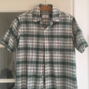 AMI skjorte Aldrig brugt  Kom med et bud ellers check resten af mine annoncer - jeg giver mængderabat 😊