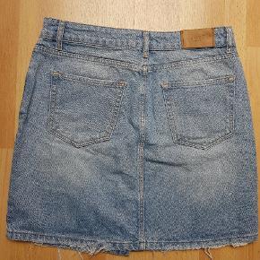 Blå denim nederdel, i god stand, fra Just Female