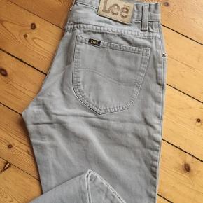 Lee jeans i sandfarvet  Str: W31-32 Kan prøves. Åben for bud 😊  Afhentes 2450 Kbh Sv Sender med DAO.  Se alle mine annoncer hvis du klikker på mit profil navn - OBS jeg gir mængderabat 🧚♀️