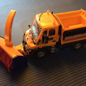 Sneplov med snekaster. Størrelse: 13 x 34 cm Bruder kvalitet. Farve: Orange Bytter ikke. Se også mine andre annoncer. (LT)