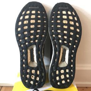 Skoen er ca 2 måneder gamle, dog er de kun blevet brugt udendørs få gange. De vaskes selfølgelig før de bliver sendt. Skoene sendes på købers regning.   Str: 46 2/3 (fitter 46) Mp: BYD  Np: 1200kr