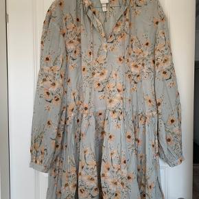Super fin oversize kjole/skjorte fra H&M, str XS - brugt et par gange men fejler ingenting