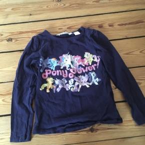 H&m My little pony bluse str 110-116 -fast pris -køb 4 annoncer og den billigste er gratis - kan afhentes på Mimersgade 111 - sender gerne hvis du betaler Porto - mødes ikke andre steder - bytter ikke