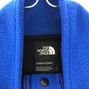 Sælger denne North face fleece i str. small. Brugt få gange - ingen fejl eller beskadigelser.