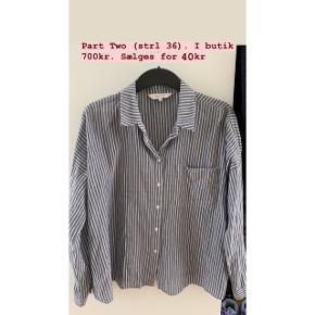 Part Two skjorte (se billede for mere info) Kan afhentes på Grønttorvet eller sender gerne 🌸