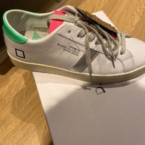 Smarte sneakers fra D.A.T.E.  Har fået købt for mange, så har aldrig fået taget dem i brug. Købspris var 1.299,-