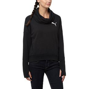 #blackfriday  PUMA ELEVATED ROLLNECK SWEAT DAME - Aldrig brugt (fortsat med mærke)  Lavet med meget funktionelle materialer til at trække sved væk fra huden og hjælper med at holde dig tør og komfortabel under træningen, det bare kan blive din foretrukne sweatshirt.   Fås i str XS Nypris 500 kr.  ❌BYTTER IKKE. 💵Betaling gennem Mobilepay 🛍Afhentes på Nørrebro i weekend og aftentimerne og ved Trianglen på Østerbro i dagtimerne 📦Sendes via DAO. Porto omkring 33 kr.