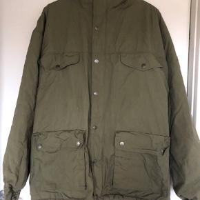 Sælger denne super fine jakke, sælger den da jeg aldrig får den brugt..