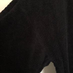 """Kjole i """"håndklædestof"""", lidt lille i størrelse"""