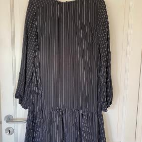 Gestuz kjole
