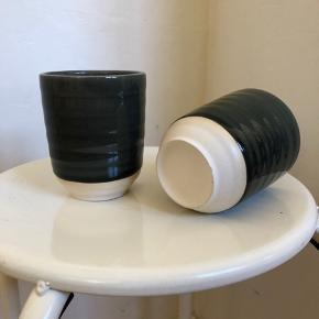 To stk keramik kaffe kopper sælges samlet.  10cm høj, 8cm bred