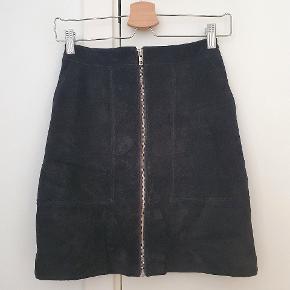 Ruskinds nederdel med 2 lommer og lynlås foran