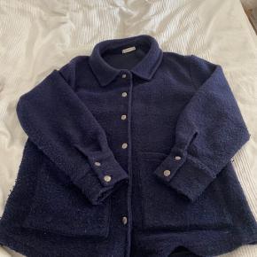 Rigtig fin jakke, desværre blevet for stor 😩