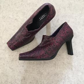 One Vintage heels