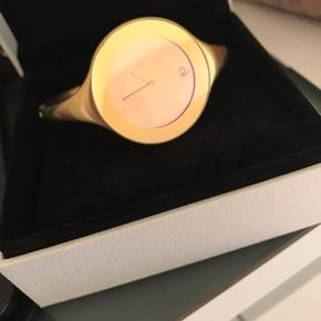 En mindre skramme på Urskiven. Uret skal have nyt batteri, som kan fikses hos en urmager.
