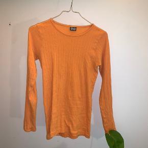Mads Nørgaard orange 101 t shirt. Brugt få gange. Kom med bud 🌼