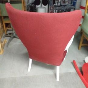 Lækker lænestol. Løse armlæn. Malet træværk. Behagelig siddekomfort.