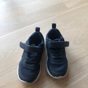 Hummel sko str. 24  Pæn stand
