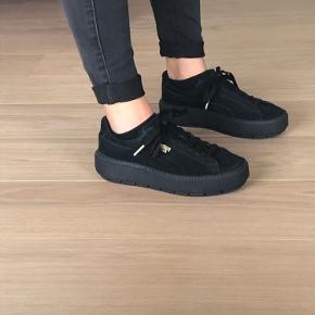 Fine sko fra Puma  Sælges da jeg ikke får dem brugt🖤  Sender gerne flere billeder!   Køber betaler fragten☺️