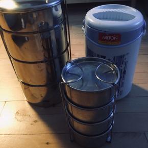 Lunch Box/ tiffin  Box - Har i str Stor (aldrig brugt) 4 rum med håndtag og lille (næsten ny) med 4 små rum og holder til den (god men brugt) Stor 200kr lille 100kr faste priser