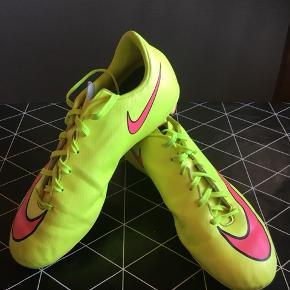 Fede fodboldstøvler Nike str 38,5.   Byd