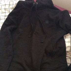Næsten som ny Str s Acne hoodie Ny pris er 1900-2100