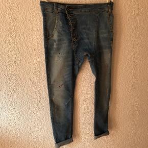 Jeans baggy effet usé taille L mais taille petit (plutôt M) !