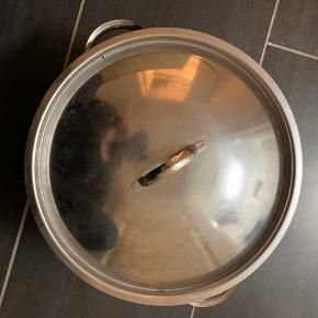 Fin gryde. Højde ca 18 cm ca 30 cm i diameter
