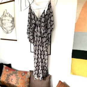 Kjole fra Zara, brugt een gang.. fremstår som ny