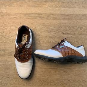 a46e6ebce47e Brand  Footjoy Varetype  Golfsko - Herre Størrelse  40 Farve  Hvid m.m.  Prisen