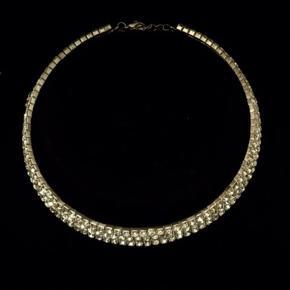 Smuk og elegant Glitter halskæde. 💎