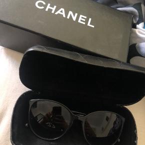 Sælger mine Chanel solbriller. De er stort set ikke brugt og fejler intet. De er købt i Palma.