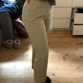 Bukser fra gina tricot. Aldrig brugt, kun vasket en enkelt gang.