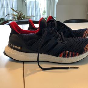 Flotte Adidas ultraboost sko købt fra England, men desværre for små. Model LTD Legacy pack. Aldrig brugt, kun prøvet. Kvittering haves, men ikke æsken.  Købt for 1005kr.