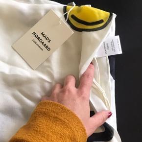Helt nydt tørklæde fra Mads Nørgaard
