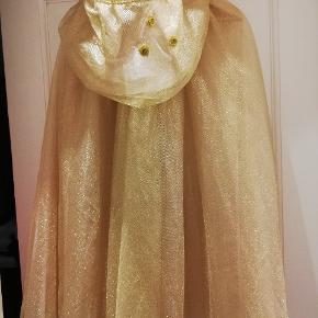 De fineste glimmer guld prinsesse kappe. Str. 8/10 år. Afh. 6700. Mp. 200,- nypris 499,-