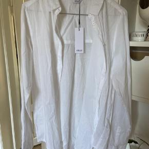 Fin hvid sommerskjorte fra envii, aldrig brugt.  100% bomuld